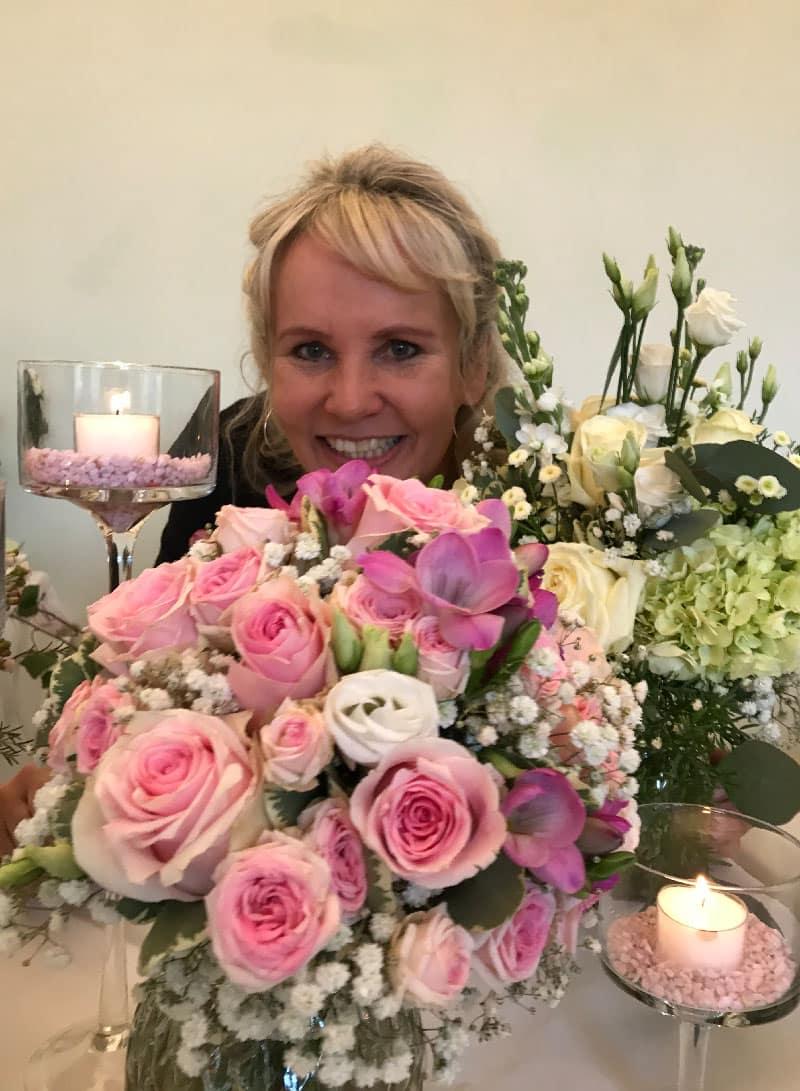 Blumenfee mit Brautstrauß